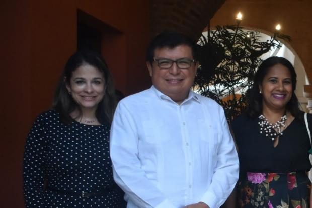 Meicy Dìaz, Àlvar Ojeda y Mayra Carvajal.