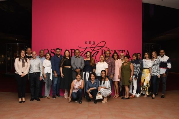Visita a la exposición SER de Oscar de la Renta en el Centro León.