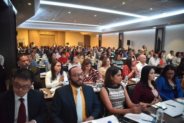 Asistentes al evento, celebrado en el Salón Diplomático del Hotel El Embajador de Santo Domingo.