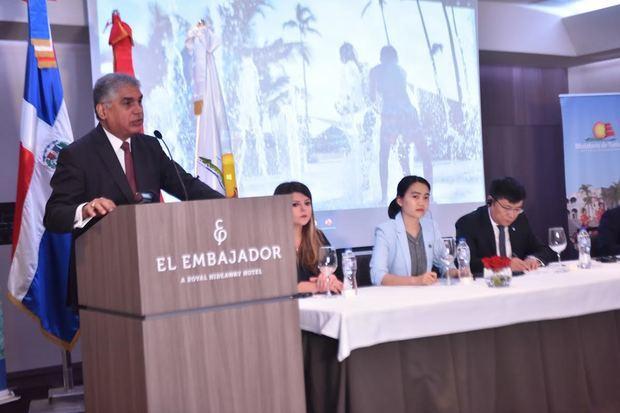 Viceministro de Turismo, Fausto Fernández, en representación del ministro Francisco Javier García, expresó la distinción que significa para el país ser escogido como un importante destino turístico en El Caribe,  por el mayor emisor de turistas del mundo que es la República Popular China.
