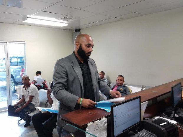 Víctor Aponte, depósito hoy ante el Ministerio de Trabajo una carta solicitando la 'creación de una mesa de diálogo para discutir las condiciones laborales de diferentes compañías.