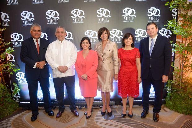 Fausto Fernández, Roberto Henríquez, Viviana Riveiro, Thelma Martínez, Fabeth Martínez y Andrés Marranzini.