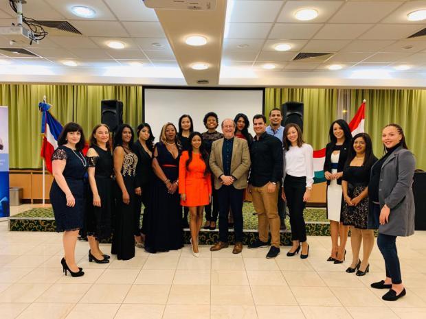 Miembros de la comunidad dominicana en Budapest y personal de la Emb Dominicana en Austria