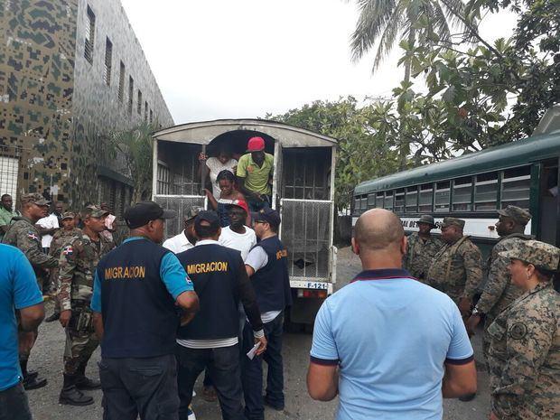DGM deporta 1,165 extranjeros detenidos en varios operativos de interdicción
