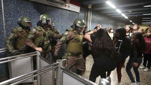 Militares salen a controlar los sectores más conflictivos de Santiago.