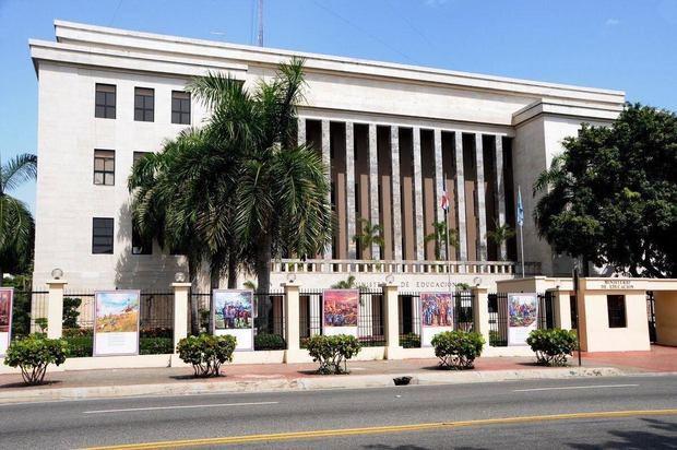 Fachada del Ministerio de Educación de la República Dominicana.