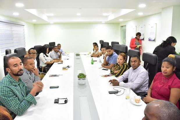 """El Instituto Nacional de Formación y Capacitación Magisterial (INAFOCAM), realizó un encuentro con los docentes que participaron en el programa de formación """"Teacher Capacity Building""""."""