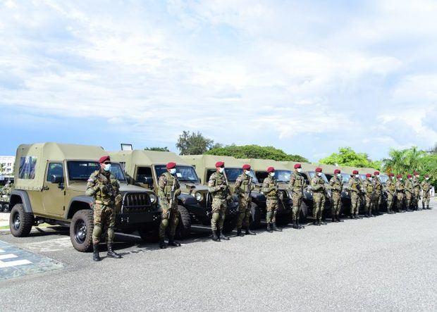 EE.UU. dona ocho vehículos militares para patrullar la frontera con Haití