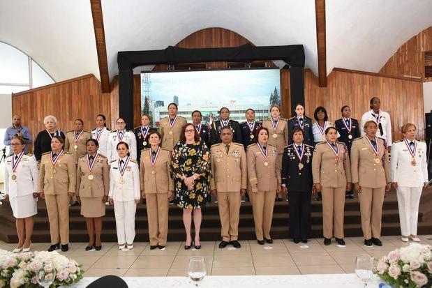Fuerzas Armadas reconoce méritos y trayectoria de 24 mujeres dedicadas a la carrera militar