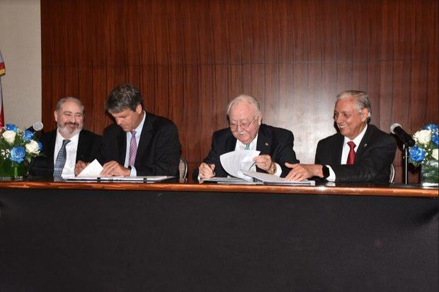 El acuerdo de cooperación mediante el cual se realizará dicho estudio fue firmado por el Ministro de Energía y Minas, Antonio Isa Conde, y el Director Interino de USTDA, Thomas Hardy.