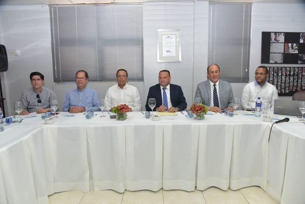 Ministerio de Educación someterá a la justicia ingenieros incumplieron contratos