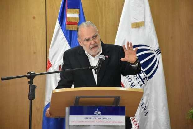 Ministro Ceara Hatton aboga porque la sociedad civil construya un poder ciudadano