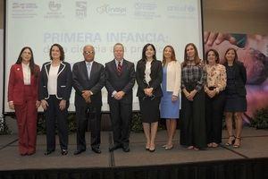 Ministro de Salud junto a la comitiva que encabezó actividad UNICEF