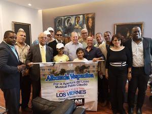 Comisión de la Sociedad Civil de San Cristóbal junto al Ministro de Cultura, Eduardo Selman.