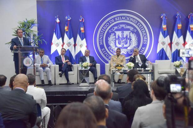 Ministro de Turismo llama a embajadores a convertirse en voceros de la verdad sobre RD