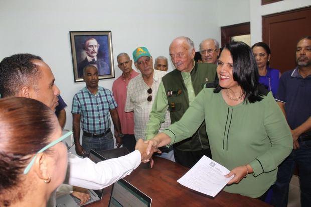 Vicepresidenta de Alianza País, Minou Tavárez Mirabal, presentó ante la comisión la precandidatura a la presidencia del Dr. Guillermo Moreno.