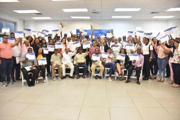 MITUR y Puerto Sans Souci capacitan a prestadores de servicios turísticos