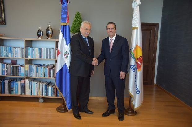 Ministro de Turismo se reúne con embajador ruso Vladimir Zaemskiy