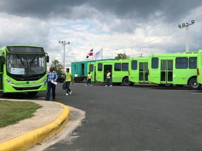 Director de OMSA aumenta a 18 autobuses los autobuses en Ciudad Juan Bosch