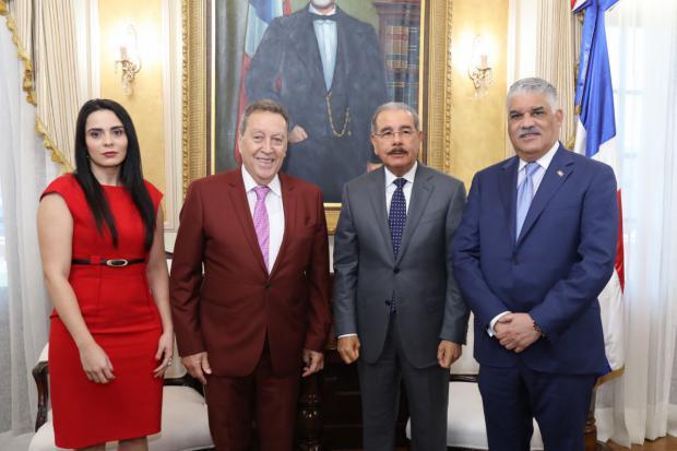 Danilo Medina recibe en su despacho al ex presidente de Guatemala y secretario del SICA, Vinicio Cerezo