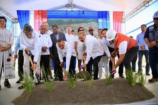 Presidente Danilo Medina pone en funcionamiento túneles de Montegrande