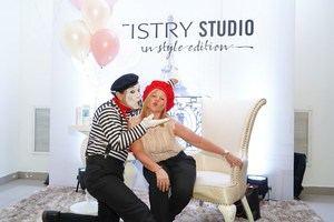 Montserrat Puig junto al mimo en el lanzamiento de la linea Artistry Paris.