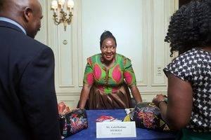 """Las reinas de belleza de Botsuana usan los trajes de GofaModimo Sithole en los concursos, y esta también diseñó la ropa del presidente y de los ministros en la celebración de los 50 años de la independencia. Comenzar un negocio es difícil, dice ella, pero si una se atreve a hacer lo que le gusta """"tu energía siempre ha de estar ahí""""."""
