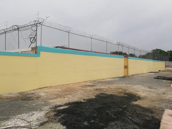 Procuraduría concluye trabajos de levantamiento del muro del centro de corrección de SPM