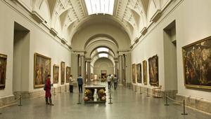 Una de las salas interiores del Museo del Prado en Madrid, España.