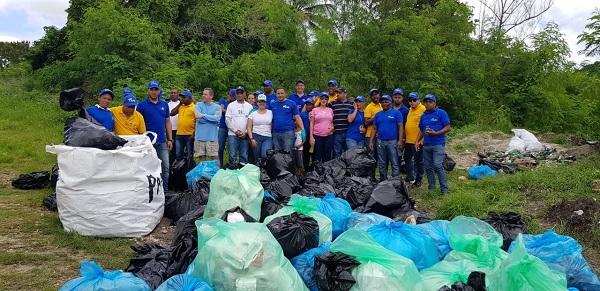 Personal del IDAC se integra a actividades del Día Nacional de la Limpieza