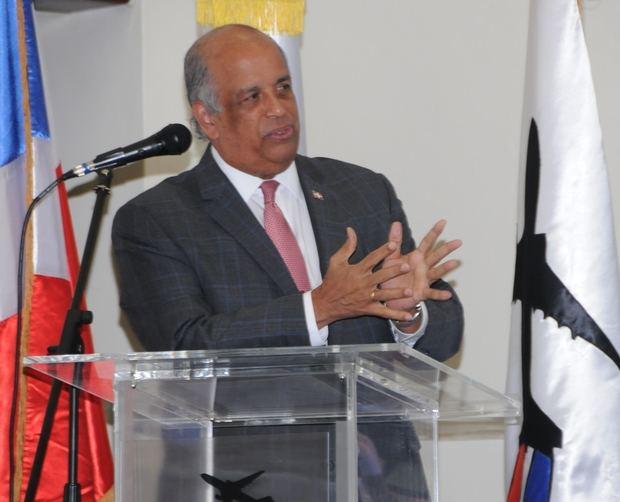 Charlista  Juan Daniel Balcácer.