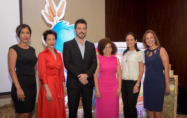 Wendy Hamilton, Hegla De Los Santos, Miguel Franco, Altagracia Páez Abreu, Paula Fuentes, Marinieves Burgos.