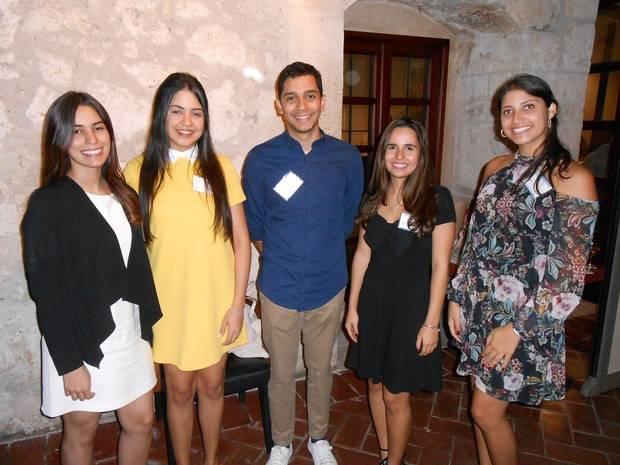 -Nicole Merejo, Rhaidé Castillon, Ronel de los Santos, Nicole Groennou y Gabriela Elías.