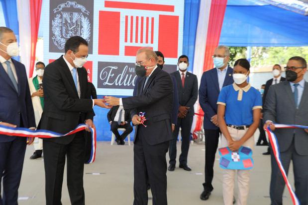Acto inaugural encabezado por el presidente Danilo Medina por la entrega de manera simultánea, de 25 centros educativos y tres estancias infantiles en la región Sur.