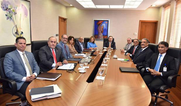 Gobernador del Banco Central recibe a directivos de AIRAC
