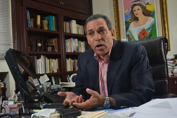 Osiris de León advierte que botaderos de basura en las costas amenazan el turismo