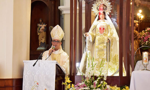 Obispo de la diócesis de La Vega, Héctor Rafael Rodríguez, en la homilía que pronunció en la iglesia del Santo Cerro con motivo de celebrarse ayer el Día de la Virgen de las Mercedes.