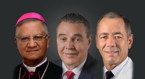 Monseñor Fausto Ramón Mejía Vallejo, obispo de San Francisco de Macorís, senadores José Hazim Frappier, de San Pedro de Macorís, y Rubén Darío Cruz, de Hato Mayor.