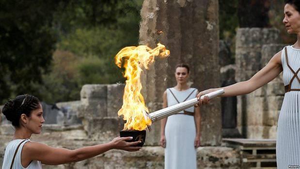 Antorcha de los Juegos Olímpicos Pyeongchang 2018 es encendida en Grecia