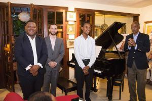 Omar, Luis, Davidson y Profesor Iván