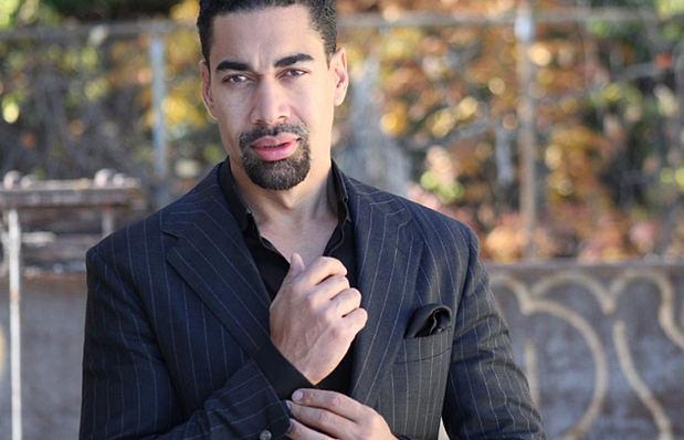 Reconocido artista dominicano Oscar Abreu.