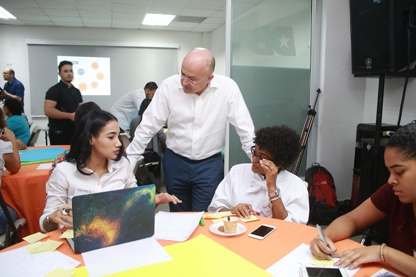 Jóvenes debaten y buscan soluciones al desempleo