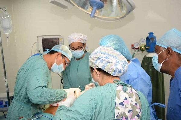 Mujeres sobrevivientes de cáncer de mama son beneficiadas en jornada quirúrgica