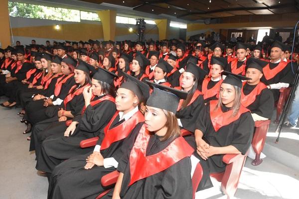 Escuela Vocacional de San José de Las Matas gradúa 1ra. promoción de estudiantes