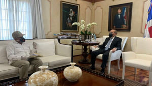 Tras presentar informe semanal a Danilo Medina, Osmar Benítez anuncia cosecha récord arroz en RD para mayo: más de 8 millones de quintales.