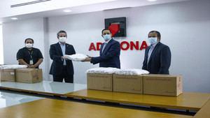 Gobierno dominicano recibió de la empresa multinacional de zonas francas Hanes Brands una donación de 50,000 mascarillas.