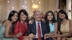 Danilo Medina felicita a los padres.