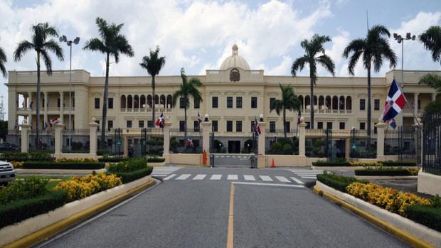 Presidente Medina suspende cómputo procedimientos administrativos Administración Pública