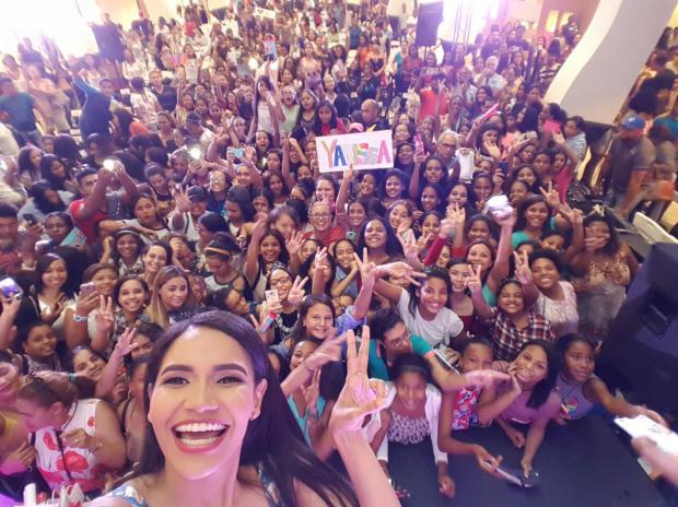 Miles de jóvenes compartieron una tarde con la Youtuber Yarissa con el auspicio de Kotex