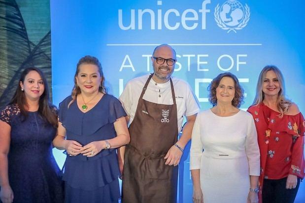 Vianka Olivero, Jatnna Tavarez, Carlos García, Rosa Elcarte y Nuria Piera